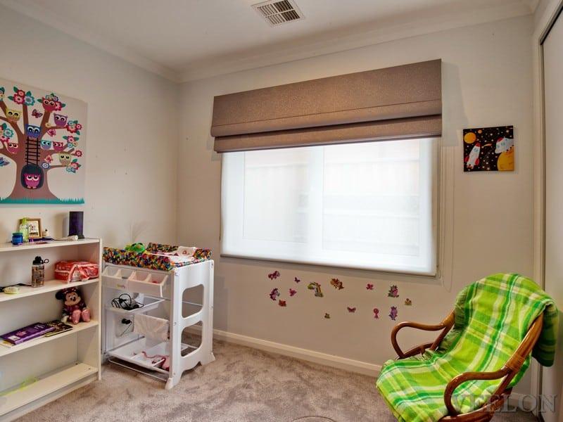 Veelon Melbourne Roman roller blind kid's bedroom