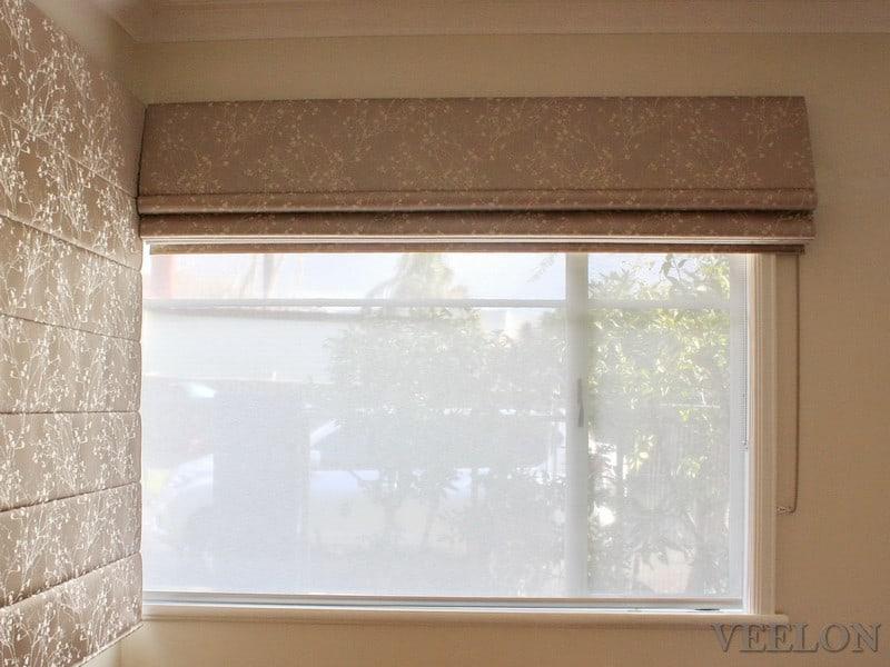 Veelon Melbourne Roman blind bedroom corner window flowers beige